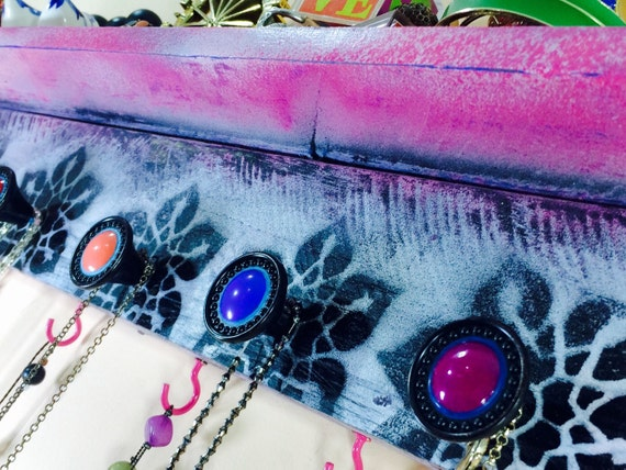 pallet wood shelves /floating nightstand /wall hanging vanity jewelry storage shelf necklace holder /makeup organizer 5 knobs 4 pink hooks