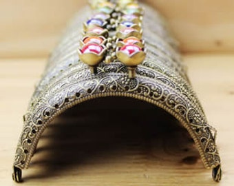 1 PCS of 8.5cm / 3.3 inch Solid Beaded Sew in Curved Bronze Metal Kisslock Purse Frame, 13 Colors