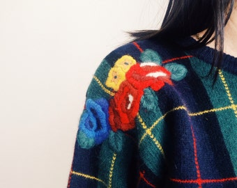 Lovely vintage plaid knit,sweater,jumper with adorable accent of flowers