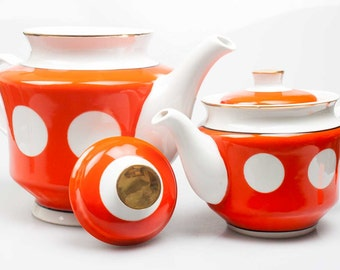 Polka dot dinnerware set. Two teapots, sugar-basin and vase