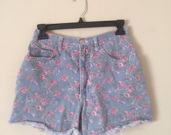 90s Vintage SPRING Floral High Waisted Shorts Size SMALL / 26