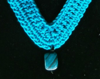Free shipping Handmade necklace crocheted in cotton with fluorite bead (woman, girl, gift, blue, jewelry)