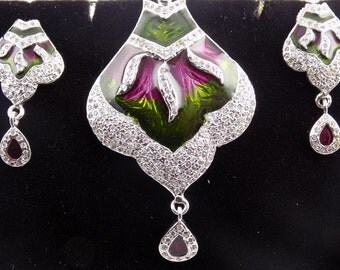 Wholesale Beautiful Silver Pendant with Matching Earring.