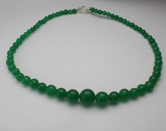 """Green Jade Graduated Bead Necklace with Sterling Silver Clasp 18"""" long - NC05G"""