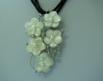 Mother of pearl Shell Flowers Pendent Flower Brooch