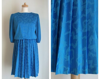 SALE!!! / 80s Vintage pleated dress. Blue dress. Leaves print dress. Size M