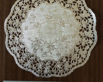 "10.5"" Silver Paper Doilies"