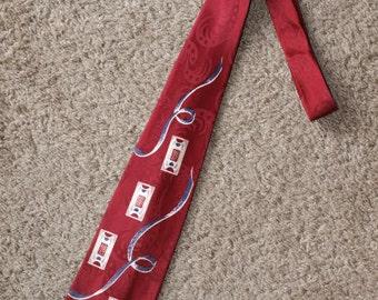 Vintage 1950's tie w/block print on jacquard weave background