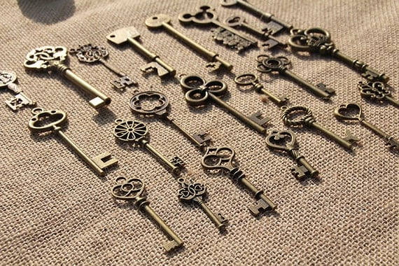 Bulk Lot of 22 Vintage Inspired Assorted Skeleton Keys Old Look Bronze Steampunk Wedding Decoration Alice In Wonderland Rustic Finish