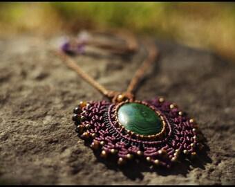 Necklace with MALACHITE macramé.