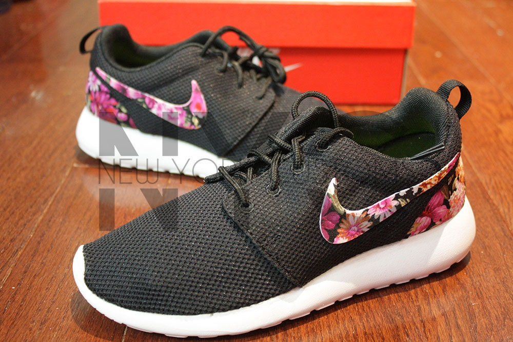 pysri Nike Roshe Run Black White Floral Bouquet Print by NYCustoms