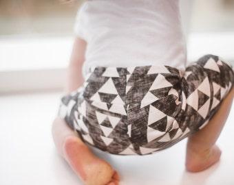 ORGANIC burnout arrow/triangle baby shorts, bermuda shorts, soft and comfy