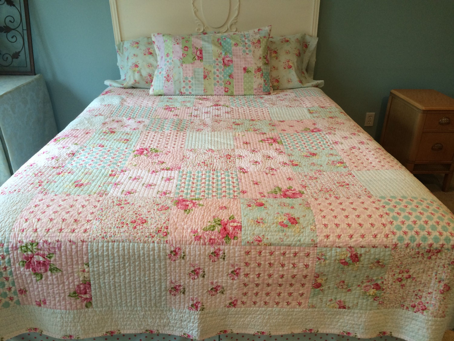shabby chic quilt made to order tanya by comfortandjoyfabrics. Black Bedroom Furniture Sets. Home Design Ideas