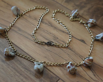 Estate Vintage Jewelry Necklace  Gold Chain Shell Pendant L-053