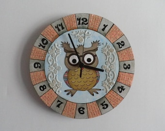 Owl clock with coloured cirkle background  modern clock girls room boys room  coloured  hand made modern wall clock wooden wall clock