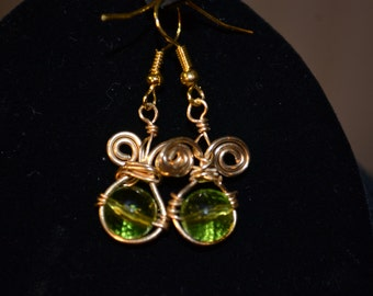 Peridot and gold wire whirls