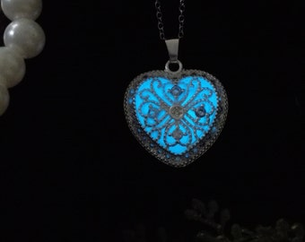 Heart Shape Aqua Blue Glow Necklace - Glowing Jewelry - Glowing Pendant - Glow in the Dark Necklace–FREE Gift Box/UV Torch/Exquisite Card