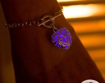 Purple Glowing Heart Bracelet - Graduation Bracelet - Glow in the Dark Bracelet - Glowing Bracelet - Glow in the Dark Jewelry