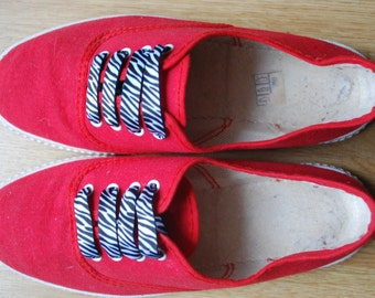 Vintage 80s Canvas Sneakers trainers / Red Lace Up Tennis Shoes Size EUR36