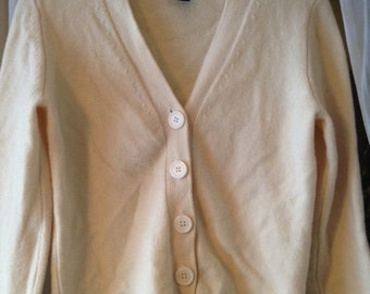 Soft Vintage Cream Color Button Down Stretch Gap Sweater Size Small