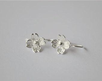 Simple sterling silver flower dangle earrings, fresh dainty flower dangle (H8)