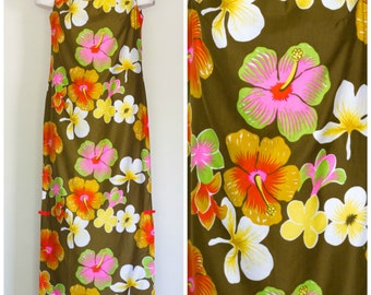 Hawaiian sleeveless long sheath dress with tropical flower motif
