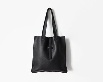minimal black leather tote, urban tote bag, everyday bag, leather shoulder bag, leahter strap closure