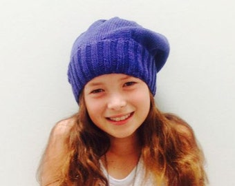 Slouchy blue beret: hand knitted