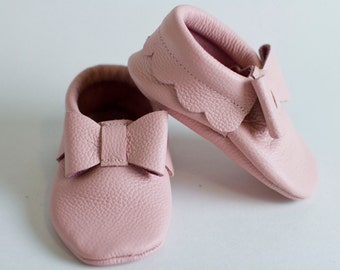 Pink Leather Baby Moccasins with Bows, Soft Soles, Crib Shoes, baby moccasin, moccs, baby shoes