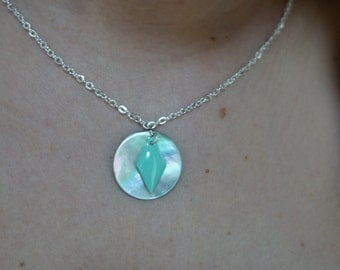 Silver necklace, pendant round mother of Pearl and sequin turquoise diamond