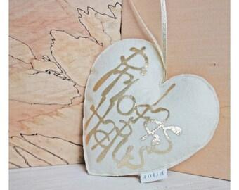 """Calon Meddal Addurniadol, Priodas Hapus // Welsh """"Happy Wedding"""" heart shaped decoration."""