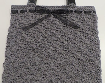 Grey cotton bag crocheted with black handles and organza bow