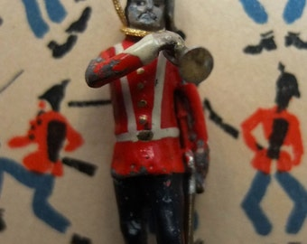Exclusive necklace century early lear soldier.
