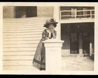 vintage photo Cute Young Woman Leans on Hand Big Flowered Hat 1910