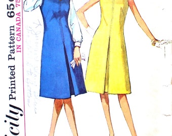 Simple Dress with Front Inverted Pleat Bust 36 Simplicity 5393