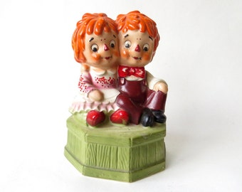 vintage Raggedy Ann and Andy Music Box / Fred Rogers Co Japan