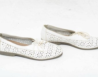 Vtg 90s Dainty Adorable White Floral Hipster Boho Hippie Novelty Leather Lace Up Oxford Flats 8