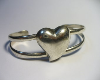 Vintage smooth heart sterling silver cuff bracelet - Los Ballesteros, Taxco Mexico - 6-1/2 inches