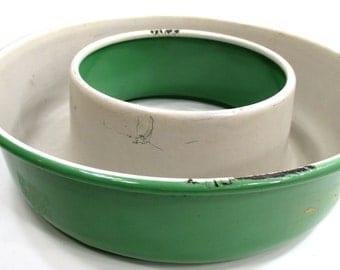 Enamel Jello Ring Mold White & Green Graniteware - Cream City - Kitchen Decor