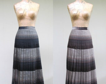 Vintage 1970s Skirt / 70s Wool Ombre Plaid Turnabout Reversible Pleated Skirt / 26 Inch Waist