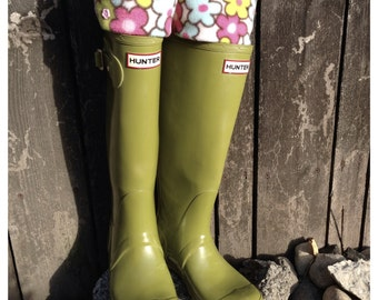 SLUGS Fleece Rain Boot Liners Hot Pink With a Floral Cuff, Fall Winter Style, Tall Boot Sock, Boot Cuffs, Boot Toppers (Med/Lg 9-11 Boot)