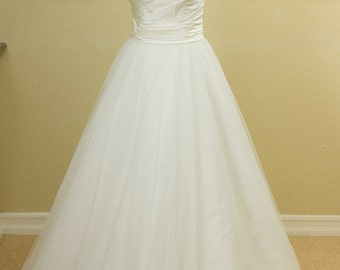SALE - Ivory, Sweetheart Neckline, Tulle Wedding Dress, Fitted Bodice, strapless, A-Line, Ball Gown, Ruched, Flattering