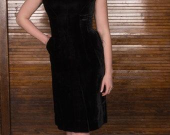 Vintage Black Velvet Dress / Bombshell