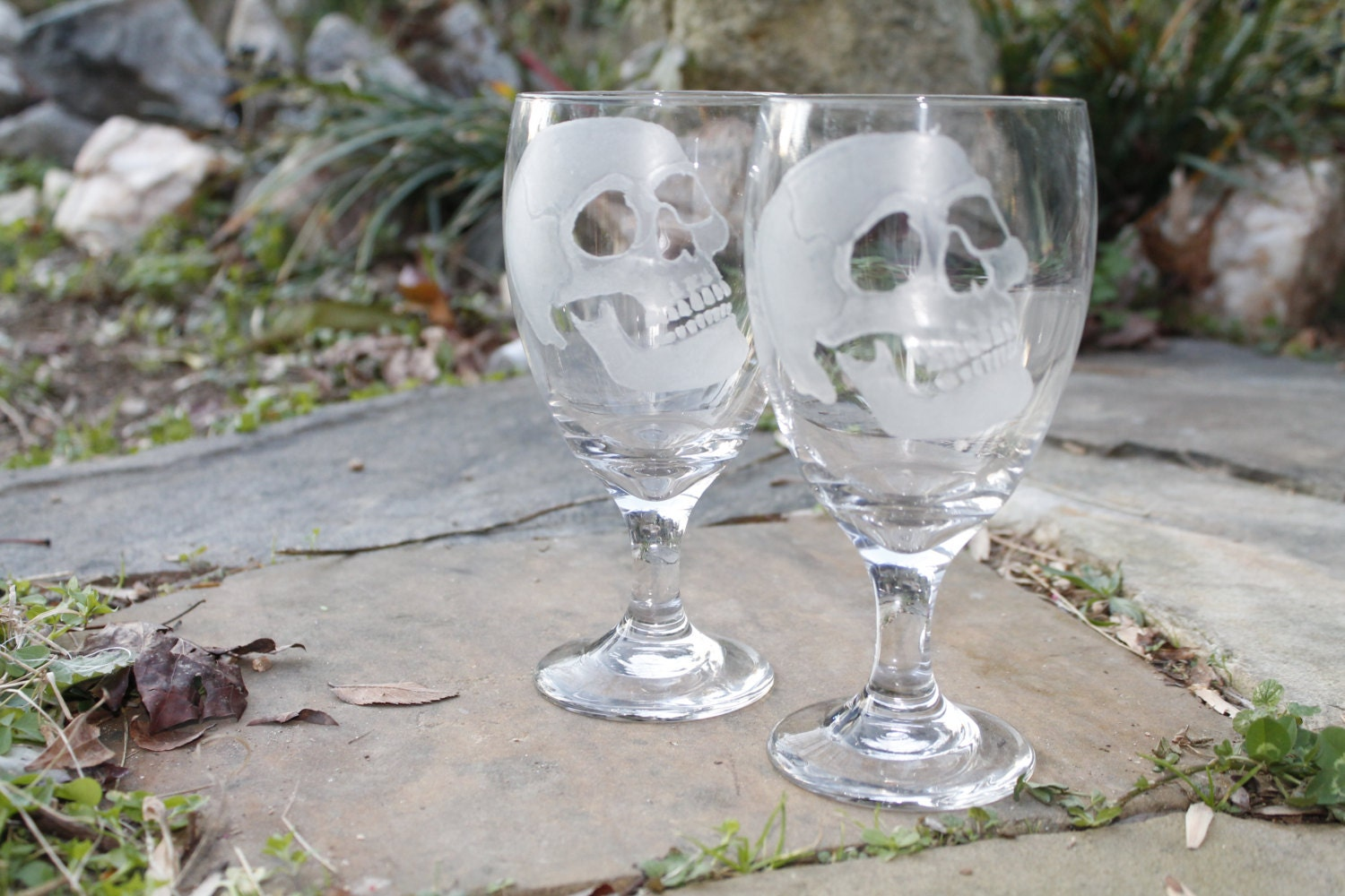 wine glasses skulls set of two hand engraved glass water. Black Bedroom Furniture Sets. Home Design Ideas