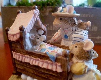 Brambly Hedge BH71 Lady Woodmouse Looking in Cradle Border Fine Arts Poppy's Babies Jill Barklem