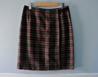 Women's vintage red and black plaid skirt / 1980s tartan knee length skirt / Size 7