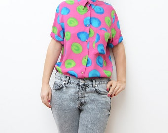 Vintage bright pink women short sleeve shirt with green blue circles