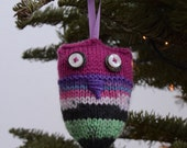 Owl, small knitted for hanging, Muireann