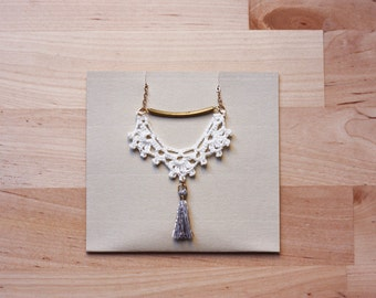 Tassel necklace in white lace