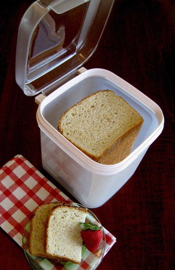 Tupperware Bread Keeper Flip Top 17 Cup Square By